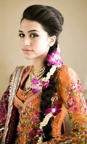 12 Simple Hairstyles For Mehndi Function006