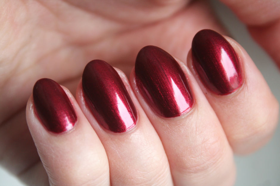CND Vinylux Weekly Polish in Crimson Sash.