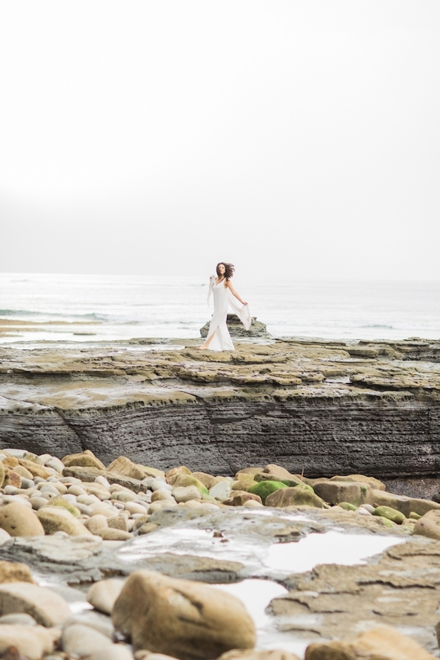 Beach bridal session | Magnolia Adam's Photography | see more on: http://burnettsboards.com/2015/05/bridals-sunset-cliff/
