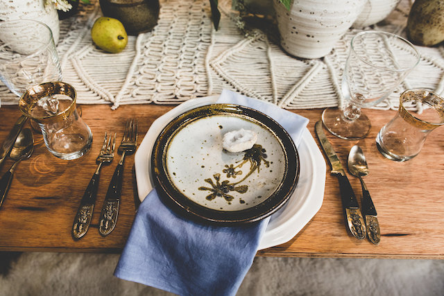 Artsy plates | Jason Wasinger Photography | see more on: http://burnettsboards.com/2015/05/painterly-chic/