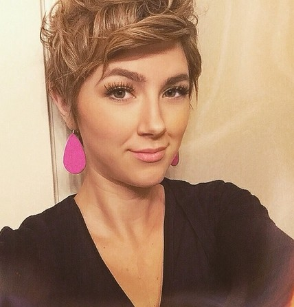 Messy Short Wavy Hairstyle