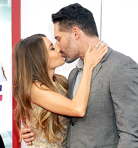 The sexy couple shared a smooch at the Hot Pursuit premiere in L.A. on April 30.
