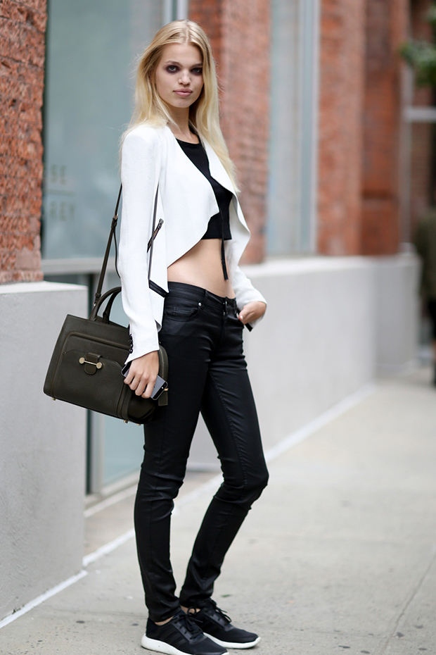 crop top black and white daphne groeneveld