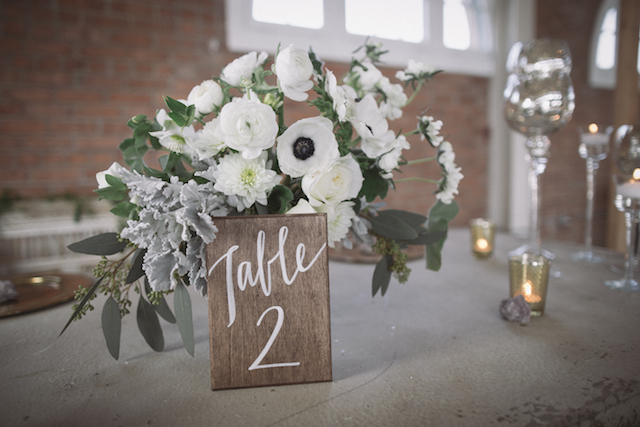 Anemone centerpiece and table number | Mike Rose Photography | see more on: http://burnettsboards.com/2015/05/urban-spring/
