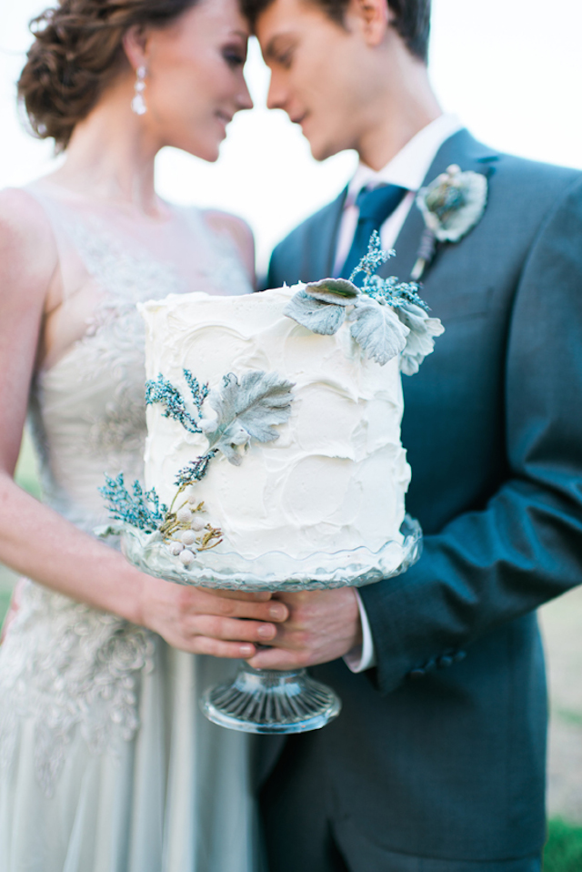 Wedding cake with dusty miller | Elisheva Golani Photography and Belle Soul Weddings | see more on: http://burnettsboards.com/2015/05/romantic-dusty-blue-wedding/