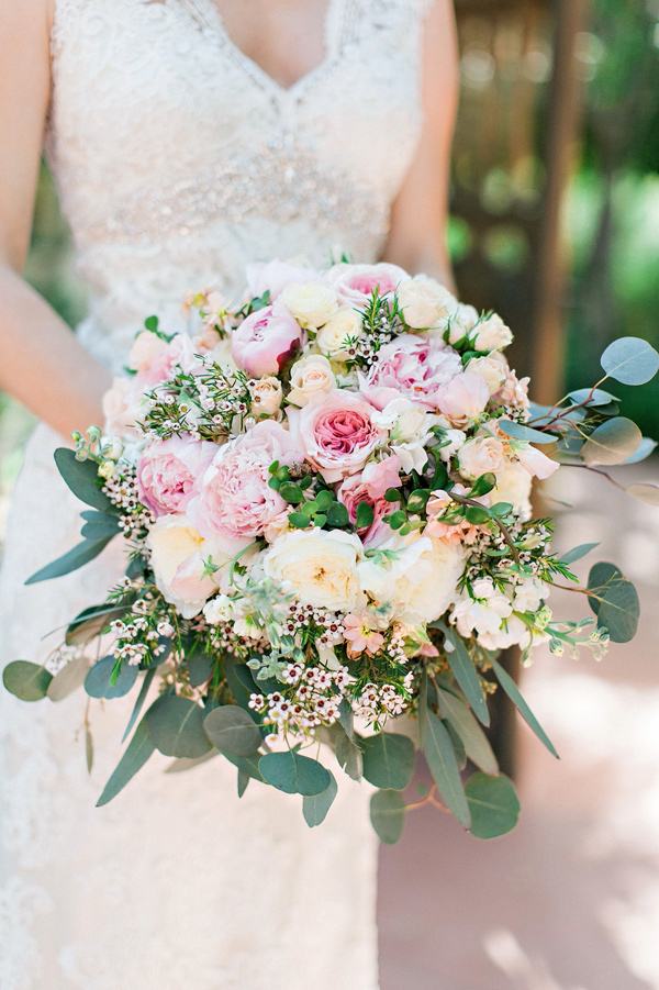 spring romantic bouquet - photo by Pinkerton Photography http://ruffledblog.com/spring=romantic-wedding-in-the-desert