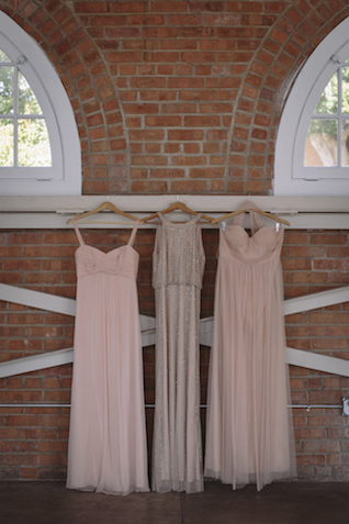 Mismatched bridesmaids dresses | Mike Rose Photography | see more on: http://burnettsboards.com/2015/05/urban-spring/