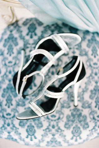 Wedding shoes | Maria Levitska | see more on: http://burnettsboards.com/2015/05/cold-sea-shore-stormy-wedding-editorial/