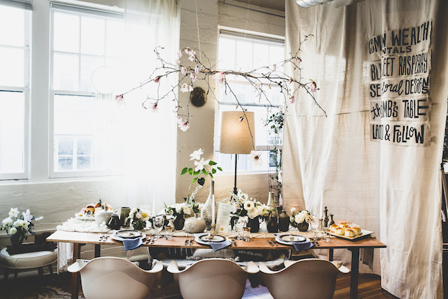 Hanging centerpiece | Jason Wasinger Photography | see more on: http://burnettsboards.com/2015/05/painterly-chic/
