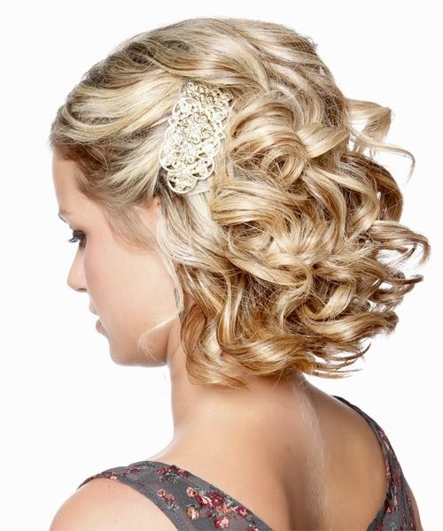 Beautiful Bridesmaid Hairstyle for Short Blond Hair