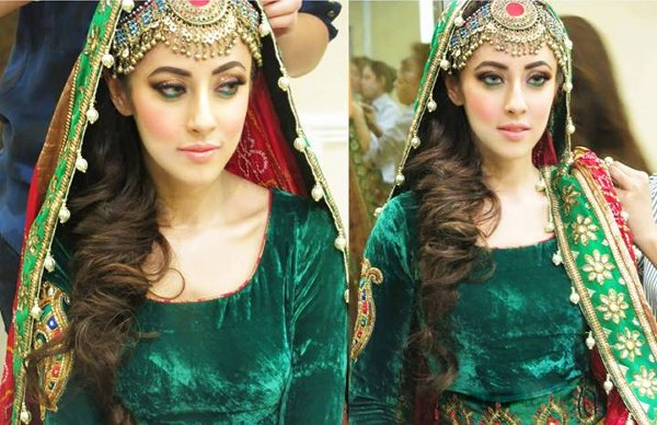 12 Simple Hairstyles For Mehndi Function009