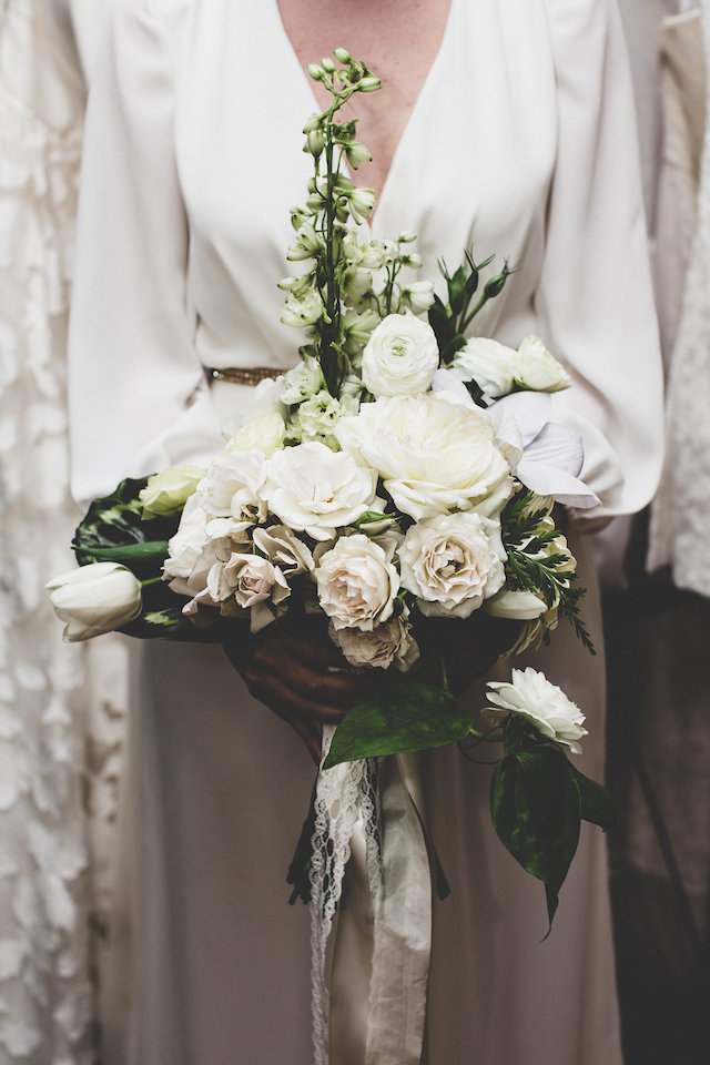 White bridal bouquet | Jason Wasinger Photography | see more on: http://burnettsboards.com/2015/05/painterly-chic/