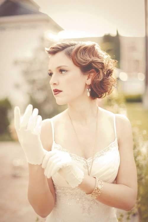 Vintage Bridesmaid Hairstyle Idea for Short Hair