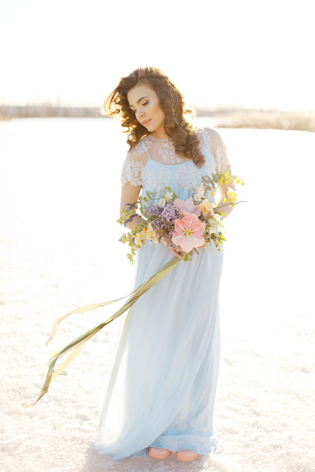 Pastel bridal bouquet | Ann Imagines | see more on: http://burnettsboards.com/2015/05/love-story-pastels/