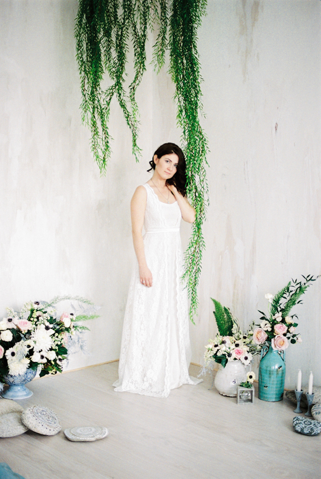 Unique wedding ceremony backdrop | Maria Levitska | see more on: http://burnettsboards.com/2015/05/cold-sea-shore-stormy-wedding-editorial/