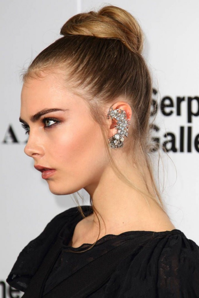 statement earrings cara delevingne