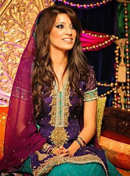 12 Simple Hairstyles For Mehndi Function007