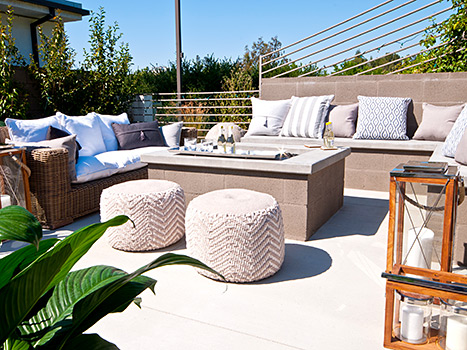The backyard and fire pit at Lauren Scruggs and Jason Kennedy's L.A. home.