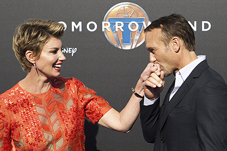 Tim McGraw kisses the hand of wife Faith Hill at the premiere of Disney's Tomorrowland on May 9, 2015