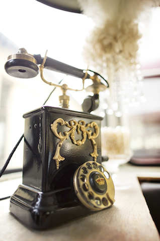 Vintage telephone | Tausendschon Photographie | see more on: http://burnettsboards.com/2015/05/1930s-wedding-vintage-train/