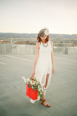 Flowers in handbag | K Robinson Photography | see more on: http://burnettsboards.com/2015/06/urban-boho-bridals/