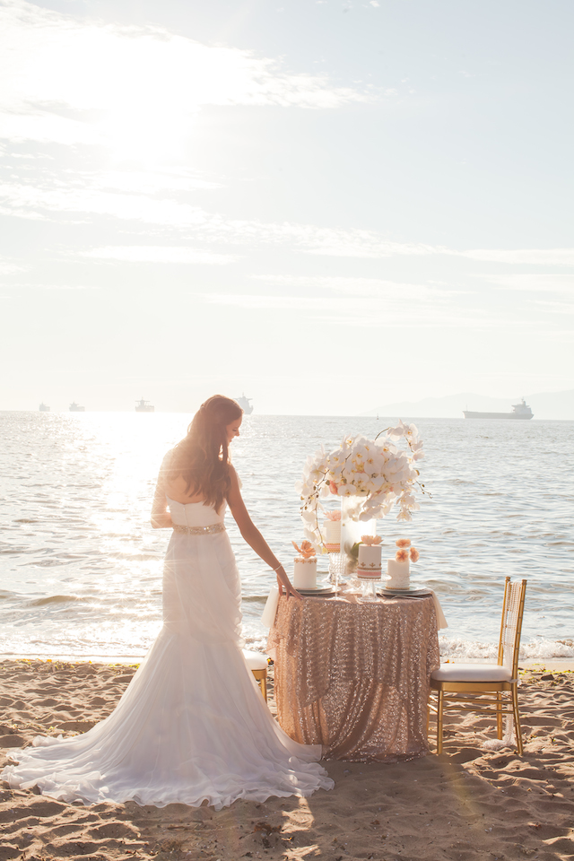 Beach sweetheart table Mini wedding cake | Denise Lin Photography | see more on: http://burnettsboards.com/2015/06/beach-sweetheart-table/