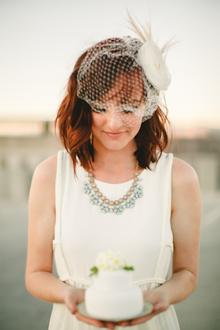 Birdcage veil and mini cake | K Robinson Photography | see more on: http://burnettsboards.com/2015/06/urban-boho-bridals/