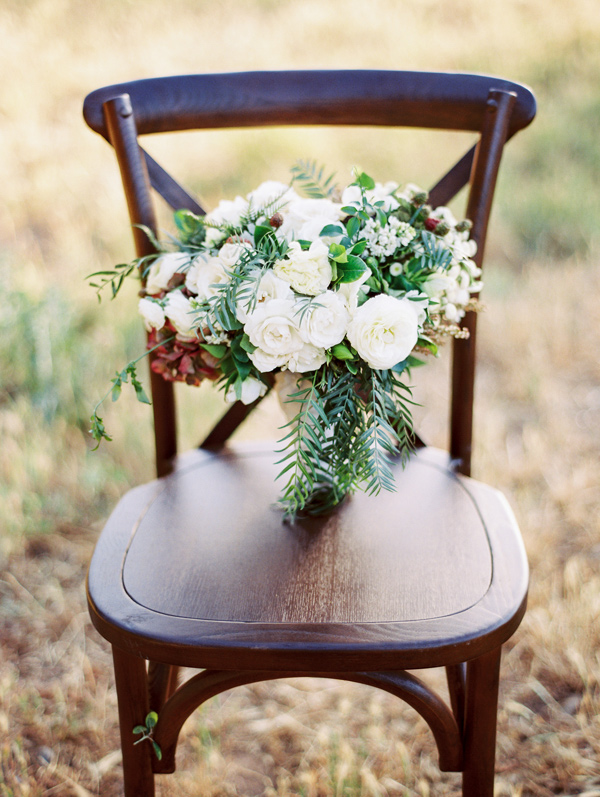 white and green bouquet - photo by Sposto Photography http://ruffledblog.com/countryside-wedding-with-cobalt-blue-and-crimson