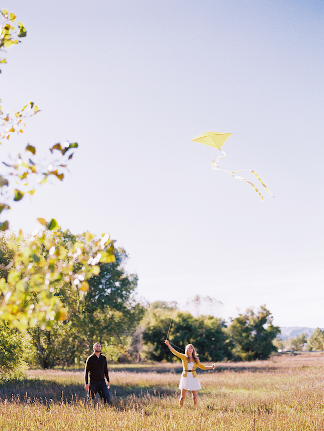 Engagement shoot with kite | Cassidy Brooke Photography | see more on: http://burnettsboards.com/2015/06/afternoon-adventure/