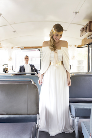 1930s style wedding dress | Tausendschon Photographie | see more on: http://burnettsboards.com/2015/05/1930s-wedding-vintage-train/