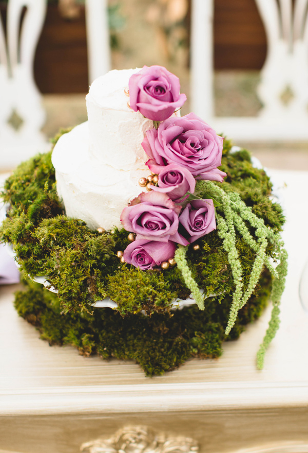 wedding cake with moss - photo by Erika Lynn Photography http://ruffledblog.com/berry-toned-spring-wedding-editorial