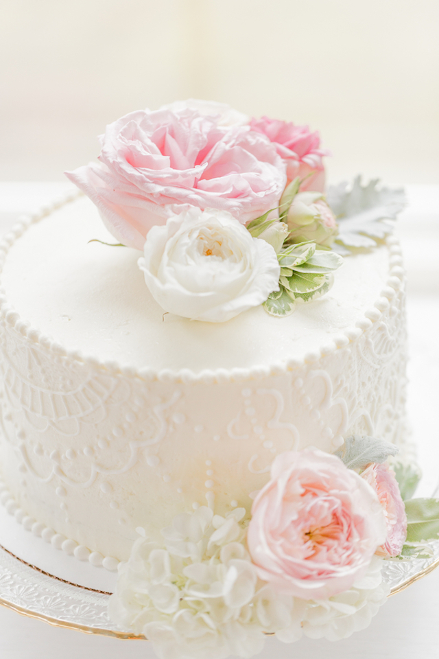 Peony topped wedding cake | Jessica Green Photography | see more on: http://burnettsboards.com/2015/06/sweet-simple-summer-wedding/