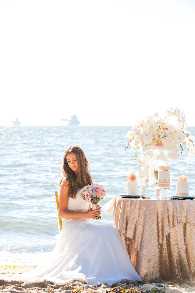 Beach sweetheart table | Denise Lin Photography | see more on: http://burnettsboards.com/2015/06/beach-sweetheart-table/