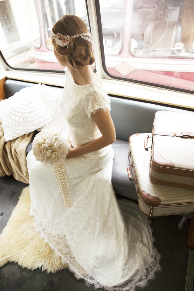 Wedding on a vintage train | Tausendschon Photographie | see more on: http://burnettsboards.com/2015/05/1930s-wedding-vintage-train/