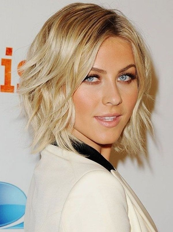 Medium Layered Hairstyle for Wavy Hair