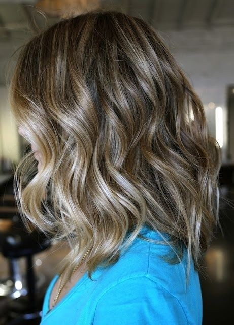 Shoulder Length Beachy Wavy Hairstyle Idea