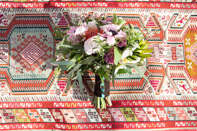 Boho bridal bouquet | Cornerstone Photography| see more on: http://burnettsboards.com/2015/06/geodes-feathers-airstream/