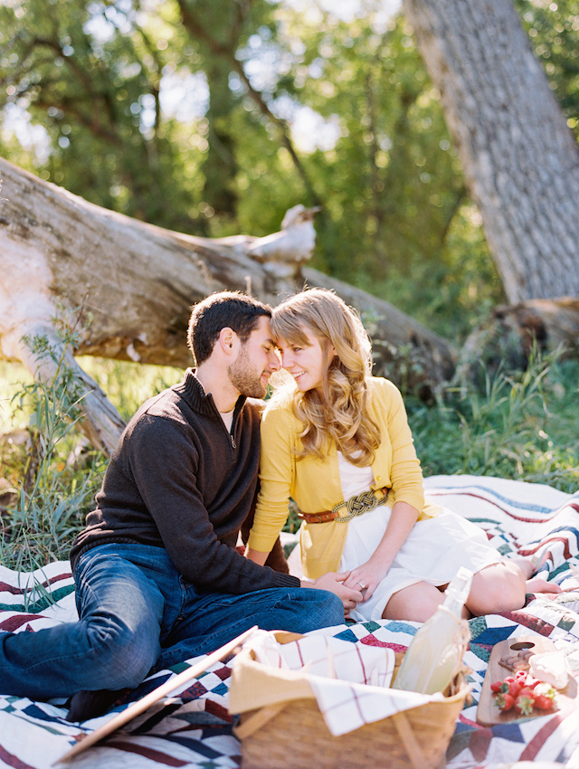 Picnic engagement shoot inspiration | Cassidy Brooke Photography | see more on: http://burnettsboards.com/2015/06/afternoon-adventure/