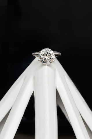 Classic diamond engagement ring | Cavin Elizabeth Photography | see more on: http://burnettsboards.com/2015/06/modern-wedding-black-white-seafoam/