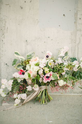 Hand-tied bridal bouquet | K Robinson Photography | see more on: http://burnettsboards.com/2015/06/urban-boho-bridals/