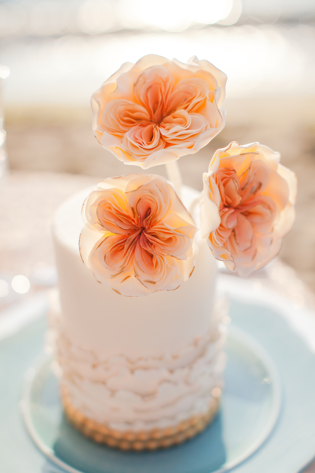 Mini wedding cake | Denise Lin Photography | see more on: http://burnettsboards.com/2015/06/beach-sweetheart-table/