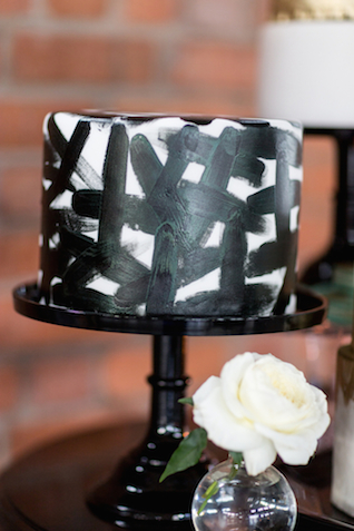 Modern black and white wedding cake | Cavin Elizabeth Photography | see more on: http://burnettsboards.com/2015/06/modern-wedding-black-white-seafoam/