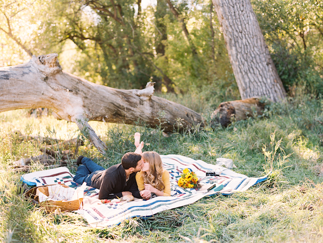 Picnic engagement session | Cassidy Brooke Photography | see more on: http://burnettsboards.com/2015/06/afternoon-adventure/