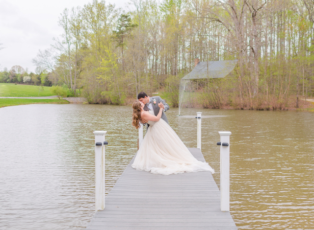 Lakeside portraits | Jessica Green Photography | see more on: http://burnettsboards.com/2015/06/sweet-simple-summer-wedding/