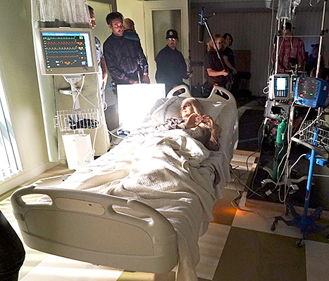 Sara Harvey (Dre Davis) is laid up in the hospital in this sneak peek at Pretty Little Liars'