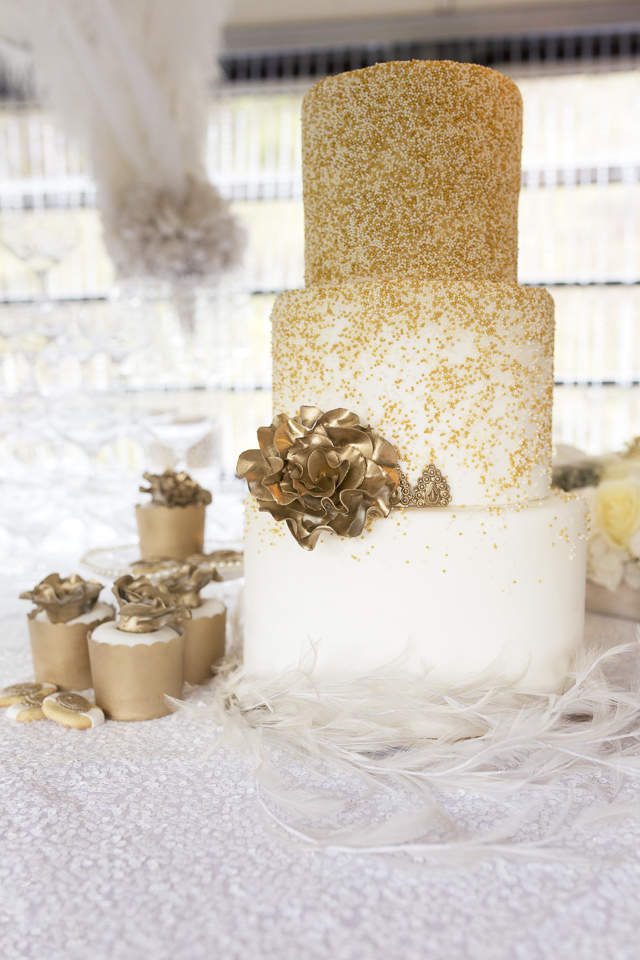 Gold glitter wedding cake | Tausendschon Photographie | see more on: http://burnettsboards.com/2015/05/1930s-wedding-vintage-train/