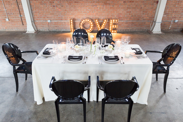 Black ghost chairs | Cavin Elizabeth Photography | see more on: http://burnettsboards.com/2015/06/modern-wedding-black-white-seafoam/
