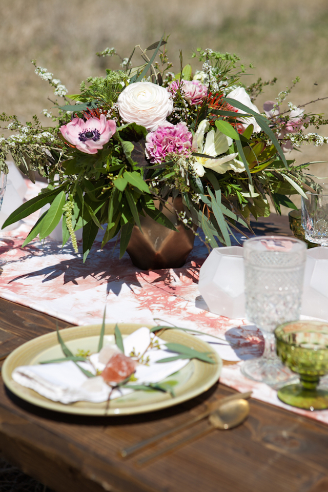 Boho floral centerpiece | Cornerstone Photography| see more on: http://burnettsboards.com/2015/06/geodes-feathers-airstream/