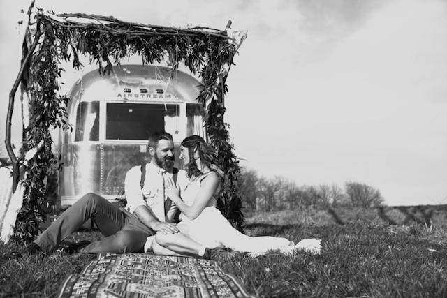 Airstream wedding | Cornerstone Photography| see more on: http://burnettsboards.com/2015/06/geodes-feathers-airstream/