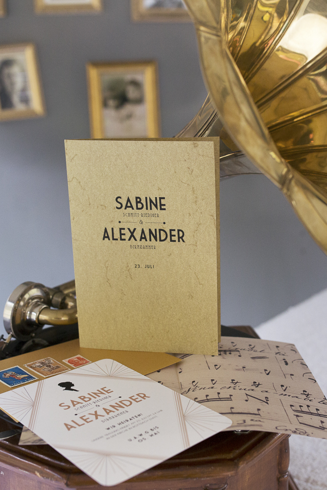 Art deco style wedding invitations | Tausendschon Photographie | see more on: http://burnettsboards.com/2015/05/1930s-wedding-vintage-train/